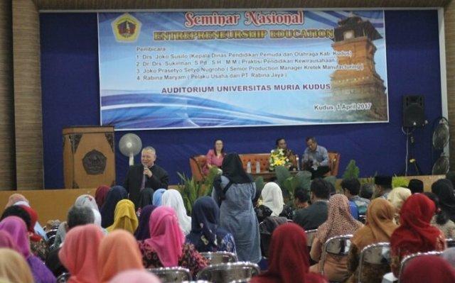 "Seminar nasional bertajuk ""Entrepreneurship Education"" oleh Prodi Magister Pendidikan Dasar (M.Pd.) UMK, Sabtu (1/4/2017) | Foto Rosidi/Humas UMK"