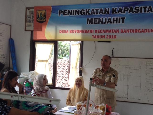 Anggota Komisi XI DPR RI Fraksi Partai Gerindra dari Dapil Jawa Barat IV, Heri Gunawan (berdiri)/Foto Deni Muhtarudin/Nusantaranews