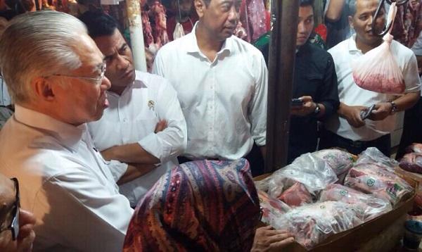 Mentan-Mendag Sidak tiga Pasar Tradisional di Jakarta. Foto Richard Andika/ NUSANTARAnews