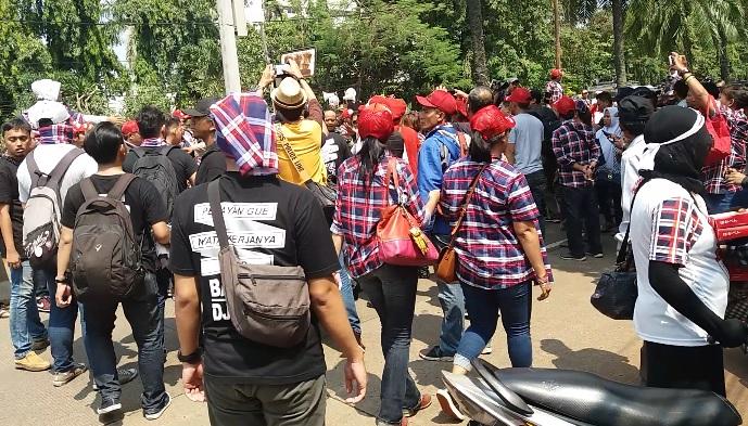 Bubarkan Barisan, Massa Kontra Ahok Disoraki. Foto Restu Fadilah/ NUSANTARAnews