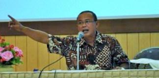 Sastrawan sekaligus Kritikus Sastra Indonesia, Suminto A. Sayuti. Foto Istimewa (Humas UMK)