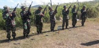 Latbak (latihan menembak) Jatri TW II Kodim 0801/Pacitan. Foto Sarwoono