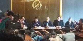Ketua DPR Setya Novanto (dua dari kanan) dan Wakil Ketua DPR Fadli Zon (paling Kanan) saat konpres di DPR. Foto Ucok Al Ayubbi/ NUSANTARANEWS.CO