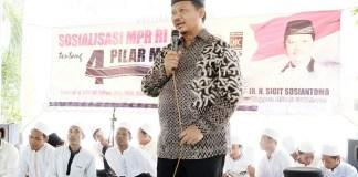 Anggota MPR RI Sigit Sosiantomo saat sosialisasi 4 pilar kebangsaan di Surabaya, Minggu, (30/7/2017). Foto Tri Wahyudi/ NUSANTARANEWS.CO