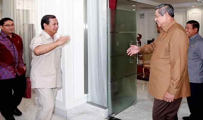 Prabowo Subianto dan SBY usai saling memberi salam hormat. Foto: Dok. Liputan6.com