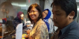 anggota FAPP Cahyo Gani Saputro & kawan-kawan di MK. Foto: Dok Pribadi/ NUSANTARANEWS.CO