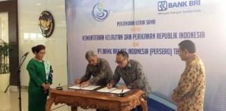 Kementerian Kelautan dan Perikanan tenandatangani perjanjian kerja sama dengan PT Bank Rakyat Indonesia (BRI) di gedung KKP Jakarta, Jumat (25/8/2017). Foto Richard Andika/ NusantaraNews.co