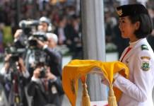 Paskibraka Putri Bawa Pembawa baki/Foto via rappler/Nusantaranews