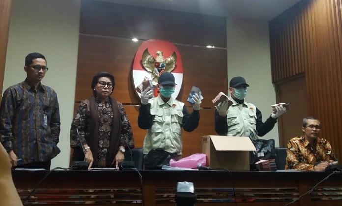 Tim satgas KPK kembali melakukan OTT terhadap pejabat di daerah. Kali ini yang ditangkap adalah Bupati Batubara OK Arya Zulkarnaen. Foto Restu Fadilah/ NusantaraNews.co