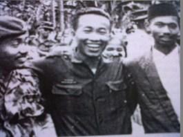 MZ. Kayubi (tengah) di antara para kader GP Ansor NU. Foto: Istimewa/NusantaraNews.co
