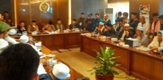 Perwakilan Massa Aksi 299 Sedang Bertemu Pimpinan DPR RI. Foto Ucok Al Ayubbi/ NusantaraNews