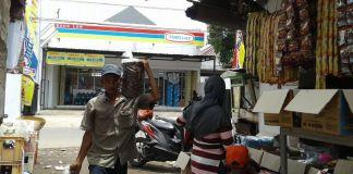 Mini Markat vs Pasar Tradisional/Foto Via jabarpublisher/Nusantaranews