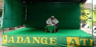 KH Asfiak Hamida dari Nganjuk menyampaikan peengajian Padange Ati di masjid At-Taqwa, Kelurahan Tebon, Kecamatan Barat, Magetan. (Foto: Istimewa)