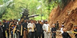 Perjuangan Warga mempertahankan Tanah Adat demi tegaknya Hukum Adat. Foto: Dok. Istimewa