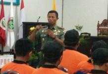 Sandim Trenggalek Letkol Arm Bayu Argo Asmoro memberikan Materi Wawasan Kebangsaan dan Bahaya Radikalisme yang Mengancam NKRI di Kampus STKIP Trenggalek. (Foto: Istimewa)