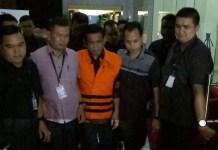 Bupati Nganjuk Taufiqurrahman Berompi Orange (Foto: Restu Fadilah/Nusantaranews)