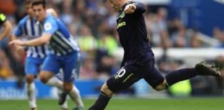 Wayne Rooney mencetak gol penyelamat Everton di menit akhir laga kontra Brighton & Hove Albion, Minggu (15/10) malam WIB. (Foto: Squawka)