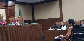 Suasana persidangan saksi Muhammad Zamkhani mantan Deputi Bidang Industri Primer Kementerian BUMN Tahun 2012. (Foto: Istimewa)