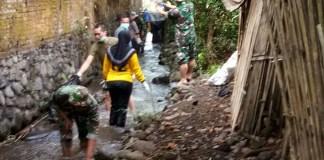 Koramil Panti, Mehasiswa dan Masyarakat Peringati HUT TNI di Kali. Foto Sis24