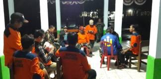 Kodim 0824 bersama BPBD terjun langsun ke lokasi tanah longsor di Desa Jambesari Kecamatan Sumberbaru Kab Jember untuk mencari korban. (Foto: Dok.Kodim Jember/Istimewa)