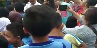 Gubernur dan Wakil Gubernur DKI Jakarta, Anies Baswedan-Sandiaga Uno menengok murid-murid SDN 04 dan SDN 07 Pagi Cawang, Jakarta Timur. (Foto: Restu Fadilah/NusantaraNews)
