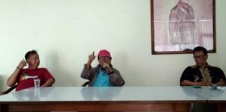 Mahayana (Kritikus sastra sekaligus ketua umum HPI) saat Jumpa Pers di PDS H.B. Jassin, Senin (2/10/2017).. Foto Ach. Sulaiman/ NusantaraNews