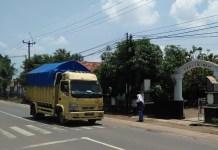 Kebutuhan Zebracroos di Jalan Campaka Einstred, Purwakarta (Foto: Fuljo/Nusantaranews)