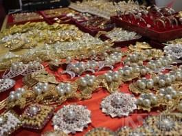 Beragam macam Aksesoris dari bahan Keindahan Mutiara Lombok yang Mendunia di pamamerkan di Nusantara Expo 2017, TMII. Foto Richard Andika/ NusantaraNews