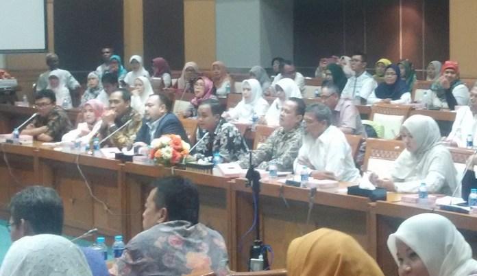 Ratusan calon jemaah First Travel gelar rapat dengan anggota DPR RI (Foto Istimewa/Nusantaranews)