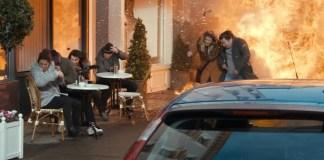 Adegan serangan bom Teroris Irlandia yang menewaskan putri Aktor utama dalam The Foreigner. Foto: Crop Official Trailer The Foreigner/ NusantaraNews