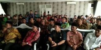 Pemda Purwakarta mengundang seluruh kepala desa dan camat untuk sosialisasi penggunaan dana desa tahap kedua. (Foto: Fuljo/NusantaraNews0