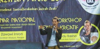 Penyair Raedu Basha dalam acara Workshop Kreatif dalam rangkaian acara Festival Jazirah Arab 2017 di UIN Malang. Foto: Dok. Fb Raedu Badrusshaleh