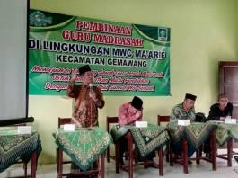 KH. Muhammad Furqon (Gus Furqon) Ketua PCNU Temanggung dalam acara pembinaan guru madrasah di lingkungan MWC Ma'arif Kecamatan Gemawang, Temanggung, Kamis (23/11). Foto: Fadholi/NusantaraNews