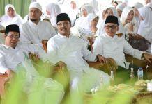 Calon Gubernur dan Wakil Gubernur Jawa Timur Syaifullah Yusuf (Gus Ipul) dan Azwar Anas menghadiri acara ikrar dukungan Nyai-nyai pengasuh pesantren di Tapal Kuda. Foto: Tri Wahyudi/NusantarNews