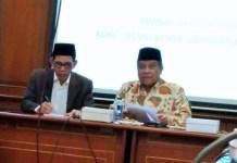 Dari Kiri ke Kanan: Ketua Umum PBNU Said Aqil Siroj, dan Ketua Panitia Munas Robikin Emhas. Foto: Dok. NusantaraNews/ Achmad S.