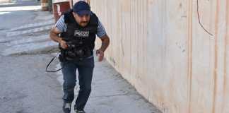 Seorang wartawan tengah meliput di Irak. (Marwan Ibrahim/AFP/Getty Images
