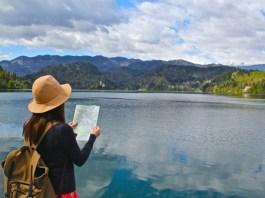 Ada perbedaan wisatawan tua dan muda saat mereka berlibur atau traveling. Foto: trip-experiences.com