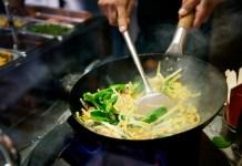 Memasak dengan cara menumis dinilai tak baik untuk kesehatan, Studi. Foto: woktowalk.com