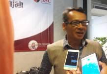 Peneliti lembaga survei Surabaya Survei Center (SSC) Mochtar Oetomo. Foto: Tri Wahyudi/NusantaraNews