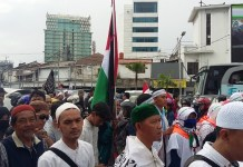 Massa Aksi Bela Palestina menuju Monas. Foto Ucok Al Ayubbi/ NusantaraNews