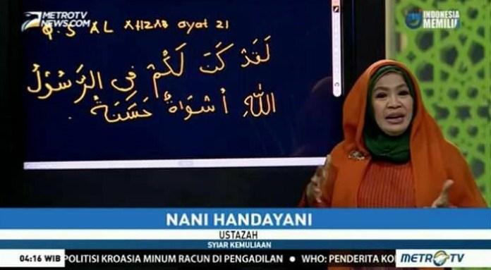 Ustadzah Nani Handayani yang sedang memberikan tausiyah di acara Syiar Kemuliaan Metro TV. Foto: Screenshot/YouTube