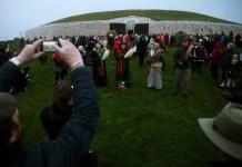 Ritual Titik Balik Matahari di musim dingin di Austria dan Irlandia. Foto: Time