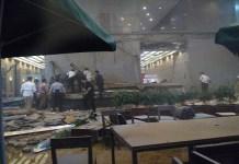 Peristiwa ambruknya selasar di sebuah lantai mezanin di gedung II Bursa Efek Indonesia (BEI), Jakarta. Foto: Sulaiman/NusantaraNews