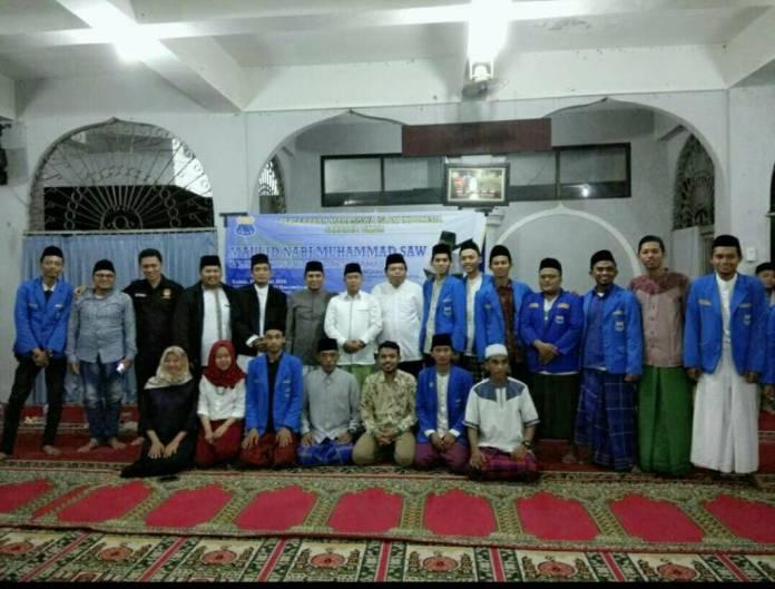 Pengurus Cabang Pergerakan Mahasiswa Islam Indonesia (PC PMII) Jakarta Timur menggelar maulid Nabi Muhammad SAW dan launching pesantren mahasiswa, Kamis (11/1), Kampus STAI Al-Aqidah Alhasyimiyah Jalan Kayu Manis Utan Kayu Jakarta Timur. Foto: Robiatul Adawiyah