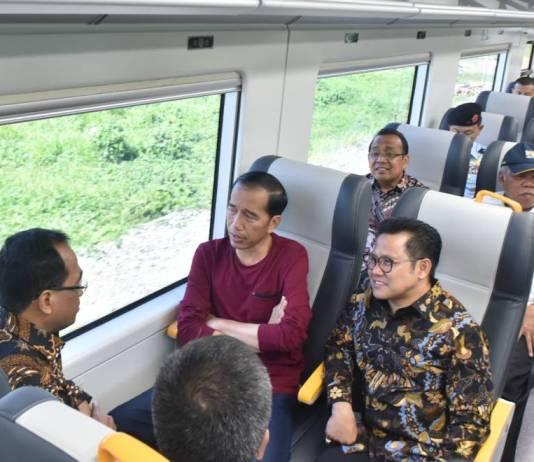 Presiden Jokowi langsung menjajal kereta Bandara, usai peresmian di Stasiun KA Bandara Soekarno Hatta, Tangerang, Banten, Selasa (2/1) pagi. Foto: JAY/Humas/Setkab