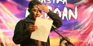 Malkan Junaidi saat baca puisi di acara Sastra Reboan di Warung Apresiasi Bulungan, Jakarta. Foto: Dok. Zabidi Zay/ Malkan Junaidi