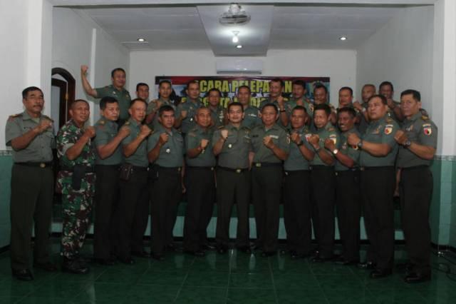 Pelepasan jabatan Danramil 0808/06 Srengat, Kapten Inf Podo prajurit Kodim 0808 Blitar. Foto: Amrin/NusantaraNews