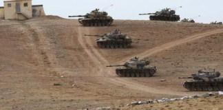 Turki menempatkan tank-tank lapis baja di perbatasan Turki-Suriah.