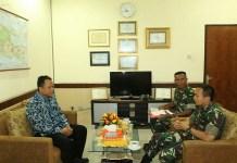 Dandim Kediri Letkol Kav Dwi Agung Sutrisno mengunjungi kantor Bulog subdrive V Kediri. (Foto: Istimewa)