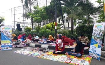 Komunitas Sahabat Gresik untuk menggelar lapak baca buku gratis di taman-taman kota.
